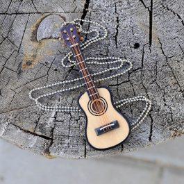 Kytarový náhrdelník