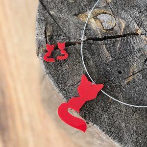 Červená liščí souprava s malými náušnicemi