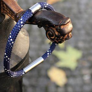 Lanový náhrdelník s kovem - modrý proužek