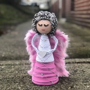 Velký růžovo-bílý anděl